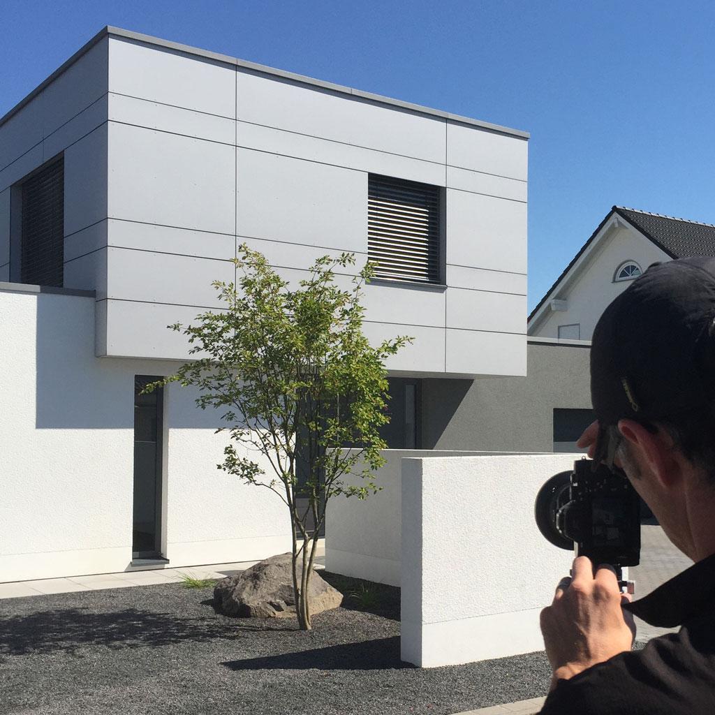 Architektur Fotograf | Making Of Architekturfotograf Bei Der Arbeit Fachwerk4