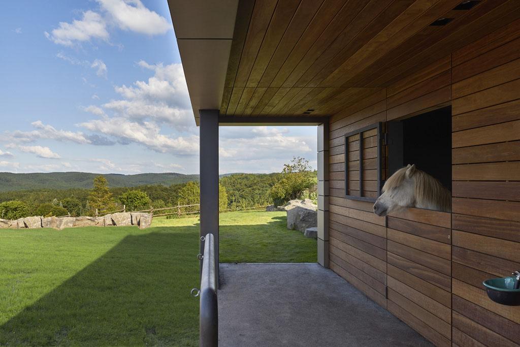 Pferdestall / Pferdebox | Moderne Architektur von Fachwerk4.de