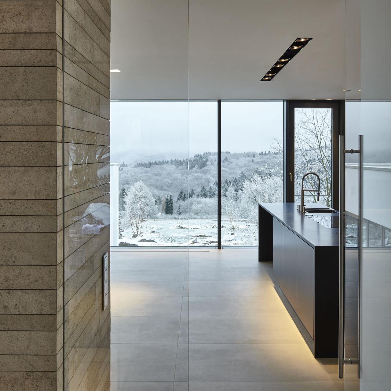 Haus Eifel, Fachwerk4 | Architekten BDA, Architekturbüro für elegante und moderne Architektur in Rheinland-Pfalz und darüber hinaus. Foto: © Christian Eblenkamp